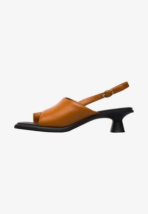 DINA  - Sandaalit nilkkaremmillä - braun