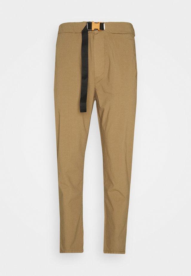 PANT - Bukse - mud