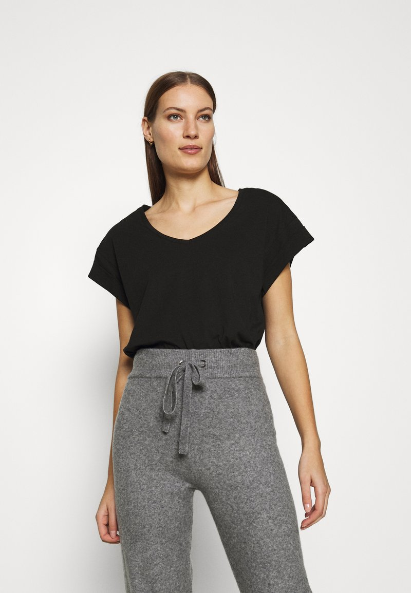 Moss Copenhagen - ALVA V NECK TEE - Basic T-shirt - black