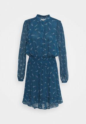 SIG LOGO PRINT DRESS - Košilové šaty - river blue