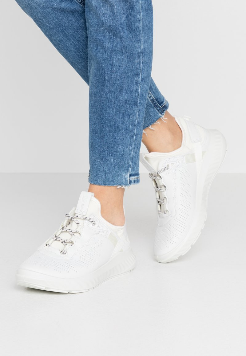 ECCO - ST.1 LITE - Sneakersy niskie - white