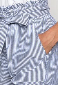 ONLY - ONLSMILLA BELT - Shorts - medium blue denim - 4