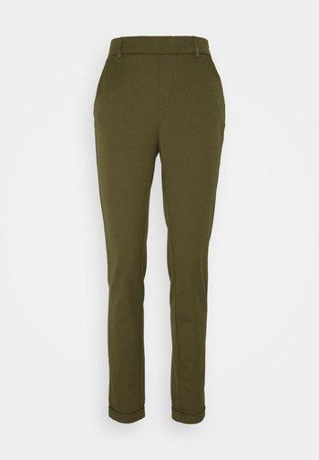 VMMAYA LOOSE SOLID PANT - Pantaloni - ivy green