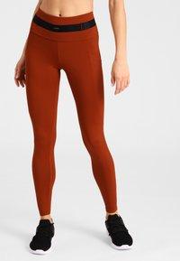 Daquïni - LEGGINGS BOSSA LEGGINGS - Leggings - red - 0