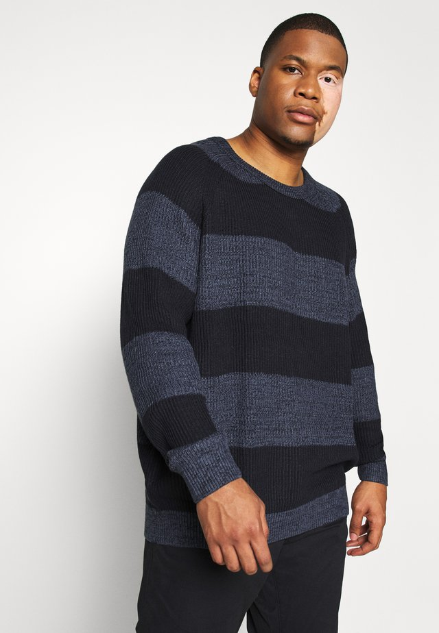 JJPANNEL CREW NECK - Pullover - denim blue/block
