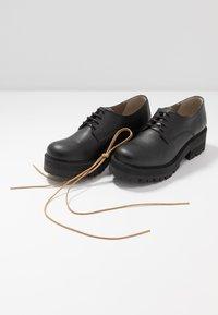 NAE Vegan Shoes - ALWIN - Šněrovací boty - black - 7