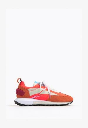 Sneakers laag - neon orange