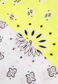 Vintage Supply - BANDANA UNISEX 2 PACK - Skjerf - white/yellow - 2
