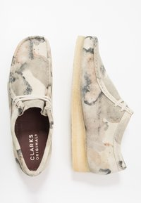 Clarks Originals - WALLABEE - Casual lace-ups - offwhite - 1
