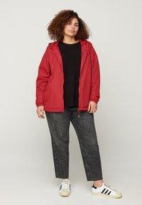 Zizzi - MIT REISSVERSCHLUSS UND KAPUZE - Outdoor jacket - red - 1