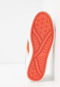GANT - AVONA  - Trainers - bright white/coral - 6