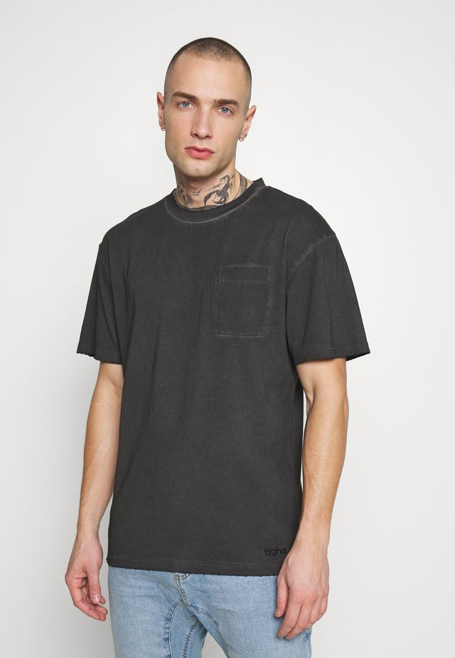 ALESSIO - Jednoduché triko - vintage black