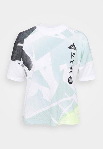 GER ZNE TEE - Print T-shirt - white