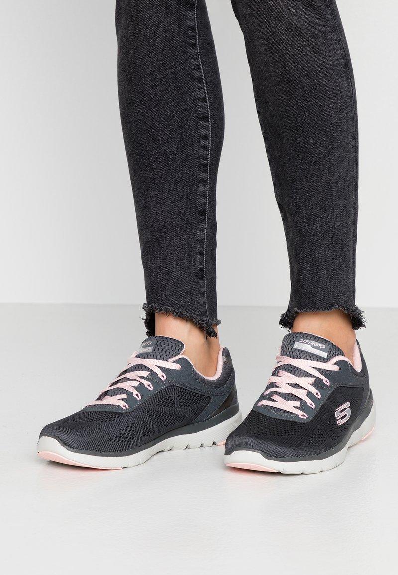Skechers Sport - FLEX APPEAL 3.0 - Sneakers laag - charcoal/pink