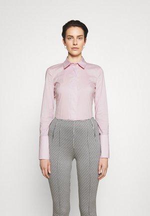 SHIRT - Koszula - rosa