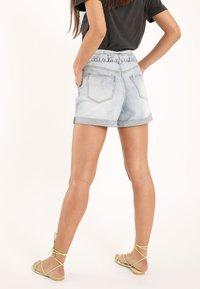 Pimkie - MIT HOHEM BUND - Denim shorts - ausgewaschenes blau - 2