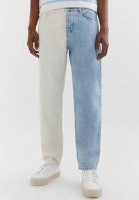 PULL&BEAR - MIT COLOUR BLOCK - Straight leg -farkut - white - 0