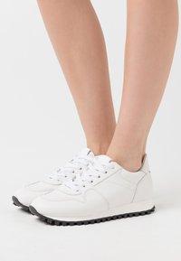 CLOSED - PEPPER - Zapatillas - white - 0