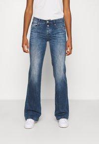 Le Temps Des Cerises - Flared Jeans - blue - 0