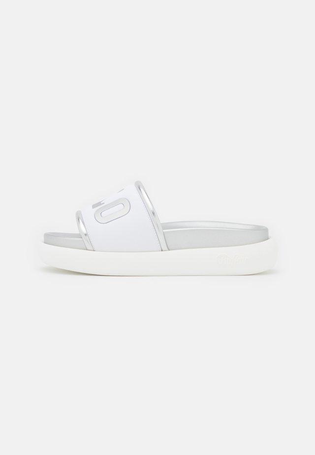 VEGAN RANDIE - Klapki - white/silver