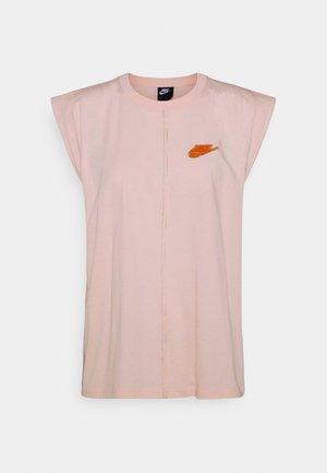 EARTH DAY TANK - Camiseta estampada - orange pearl/light sienna