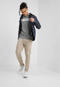 Carhartt WIP - COLLEGE - Sweatshirt - dark grey heather/white - 1