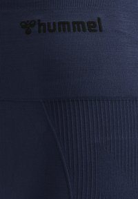 Hummel - SEAMLESS - Shorts - black iris - 4