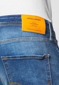 Jack & Jones - JJIMIKE JJORIGINAL JOS - Straight leg jeans - blue denim - 5