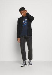 Jack & Jones - JCOALPHA TEE - Print T-shirt - navy blazer - 1