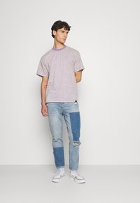 BDG Urban Outfitters - PATCHWORK DAD - Jeans Tapered Fit - blue - 1