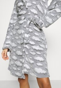 Loungeable - CLOUD SHERPA HOODED ROBE - Dressing gown - grey - 5
