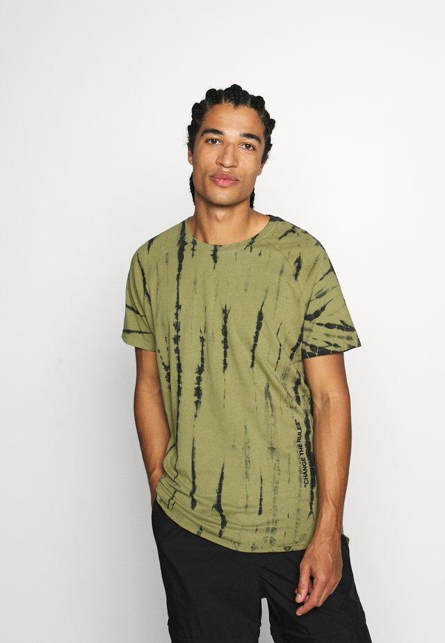 CARTER TEE - Print T-shirt - loden green