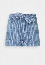 PAPER BAG TIE WAIST - Szorty jeansowe - medium wash