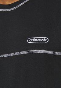 adidas Originals - STITCH - T-shirts print - black - 5