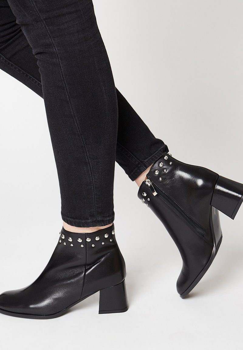 RISA - EXTRAVAGANTE - Classic ankle boots - schwarz