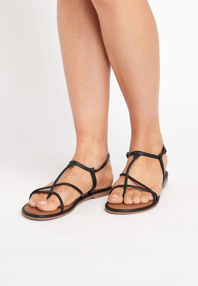 ROSE GOLD FOREVER COMFORT® STRAPPY SANDALS - Sandalias de dedo - black