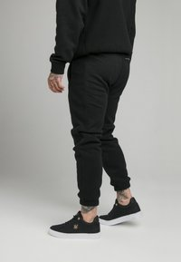 SIKSILK - ELASTIC CUFF PANT - Tracksuit bottoms - black - 2