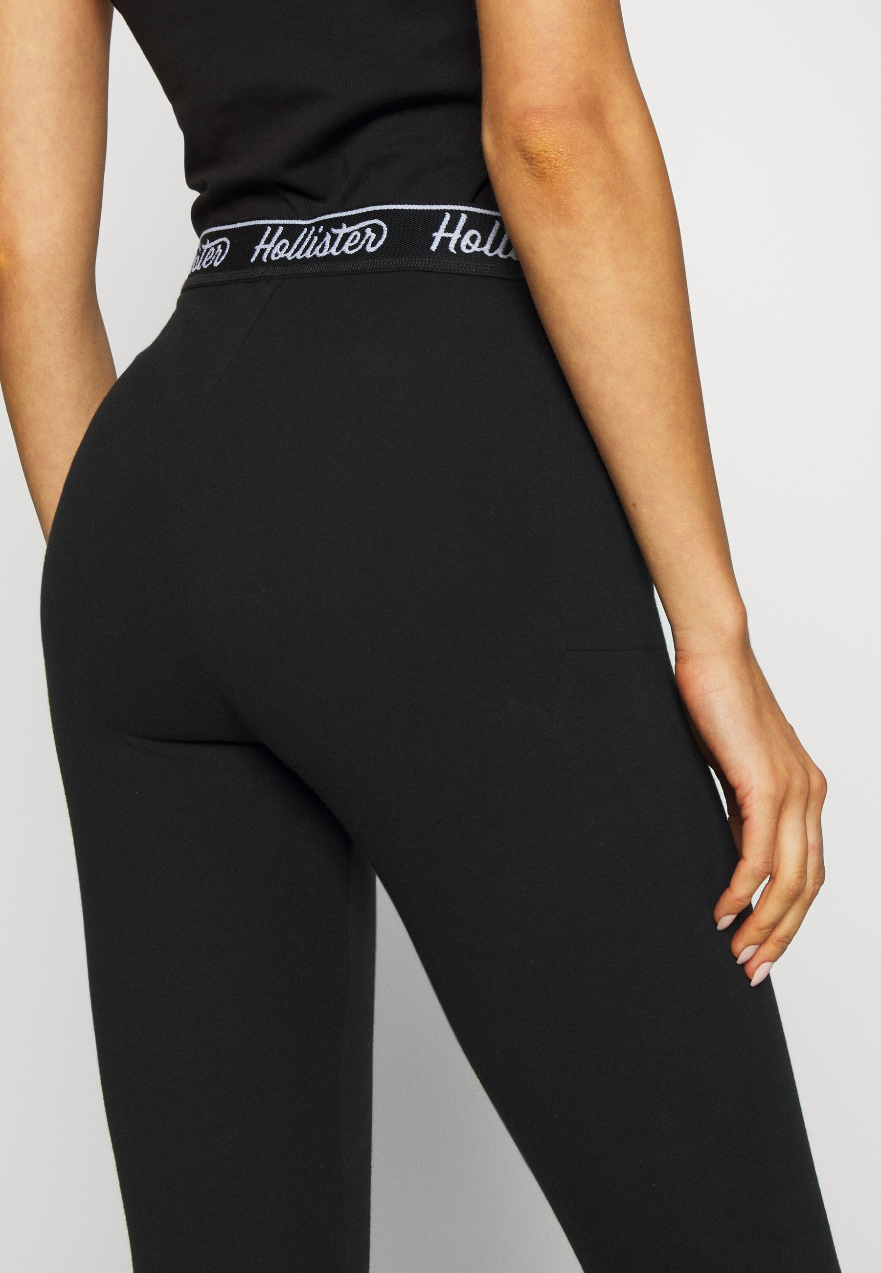 Hollister Co. GRAPHIC - Leggings - black