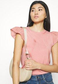 NAF NAF - MANGLAISE - T-shirt basique - rose des sables - 2