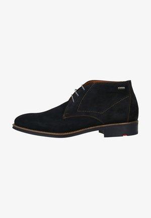 Zapatos con cordones - pilot
