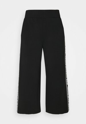 LOGO TAPE PANTS - Stoffhose - black