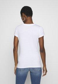 Armani Exchange - T-shirts print - optic white - 2