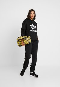 adidas Originals - LARGE LOGO ADICOLOR SPORT PANTS - Pantalones deportivos - black/white - 1