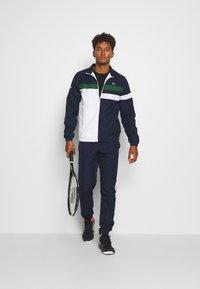 Lacoste Sport - SET - Dres - navy blue/white/green/wasp - 1