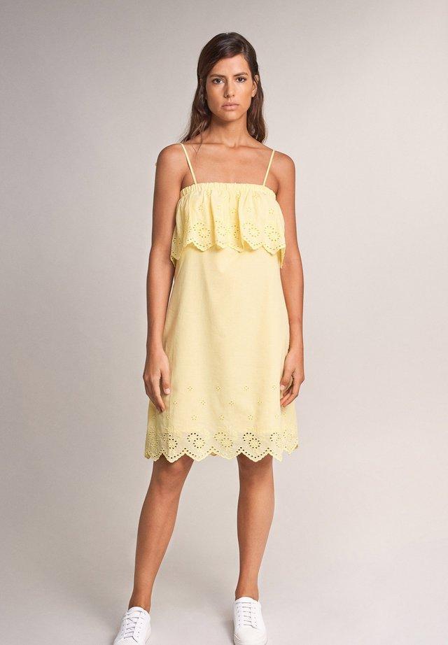 EUGENE STRAIGHT - Day dress - gelb