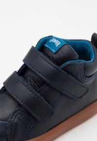 Camper - PURSUIT  - Dětské boty - navy - 5