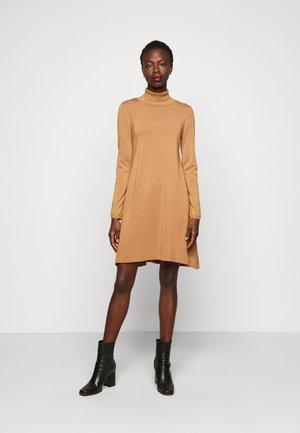 VMGLORY ROLLNECK DRESS - Jumper dress - tobacco brown