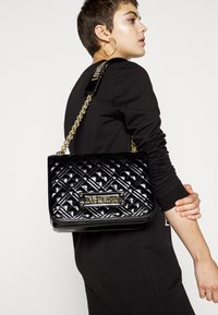 Love Moschino - BORSA - Sac à main - black - 0