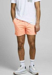 Jack & Jones - JJIJEFF JJJOGGER - Shorts - shell coral - 0