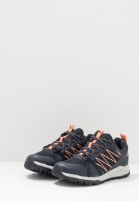 The North Face - W LITEWAVE FASTPACK II WP - Trainers - urban navy/cantaloupe - 2